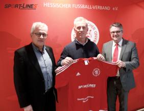 Bei Vertragsabschluss (v.l.): HFV- Geschäftsführer Gerhard Hilgers mit Ronny Maex (Geschäftsführer Sport-lines GmbH) und HFV-Schatzmeister Ralf Viktora. Foto: HFV