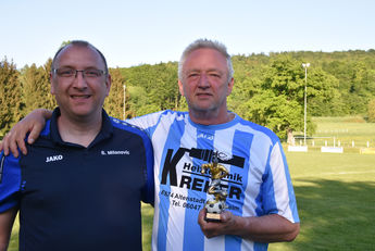 Ältester Spieler Jürgen WIEGAND, 64 Jahre (rechts) mit Sascha Milanovic (Orga-Team Lißberg)