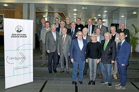 Kuratorium und Vorstand der DFB-Stiftung Egidius Braun. Foto: DFB-Stiftung Egidius Braun