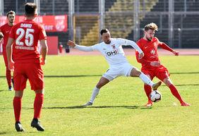 Der KSV Hessen Kassel beim 0:0 gegen Spitzenreiter FC Gießen. Foto: Harry Soremski / bilderwerk.online