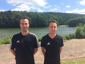 Aufstieg: Dennis Meinhardt (Fulda, li.) und Joshua Herbert (Lauterbach-Hünfeld) pfeifen zukünftig in der Regionalliga. Fotos: HFV