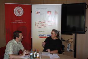Daniela Herrlich (re.) im Gespräch mit Matthias Gast. Foto: Spessot
