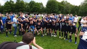 Großer Jubel: Germania Großkrotzenburg steigt in die 11Teamsports-Verbandsliga auf. Foto: Verein