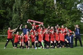 Aufstiegsfreude bei der Frauenmannschaft der Offenbacher Kickers. Foto: Verein