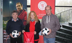 v.l.: Edmund Bechtold (Koordinator DFB-Mobil Süd), Nina Schmitt (Koordinatorin DFB-Mobil Mitte/Nord) und ihr Vorgänger Thorsten Fiala. Foto: HFV