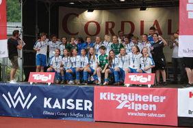 Die U15-Mädels des 1.FFC Frankfurt bei der Siegerehrung des Cordial-Cup. [Foto: Georg Kouroupis]