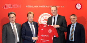 Norbert Schmidt (CEO LEDKon GmbH), Jörg Pistor (CMO/Head of Sales LEDKon GmbH), HFV-Präsident Stefan Reuß und HFV-Schatzmeister Ralf Viktora (v.l.) nach der Vertragsunterzeichnung. Foto: HFV