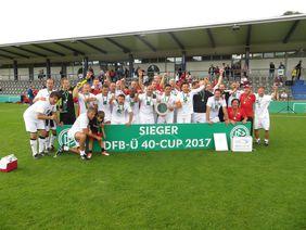 Die SG Höchst Classique jubelt über den Sieg beim DFB-Ü40-Cup. Foto: HFV