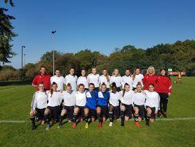 Die Mannschaft der U18- Hessenauswahl Frauen beim WDFV-Turnier. [Foto: HFV]