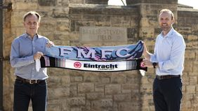 Armin Kraaz (links/Head of International Sports Projects Americas, Eintracht Frankfurt) und Conor Caloia (COO & Eigentümer, Forward Madison). Foto: Eintracht Frankfurt
