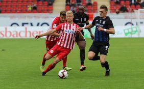 Die Offenbacher Kickers (hier Maik Vetter) wollen im Derby gegen den FSV Frankfurt den siebten Sieg in Serie einfahren. [Foto: Imago/Hartenfelser]