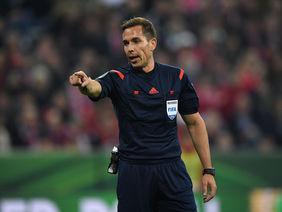 Tobias Stieler pfeift am Sonntag das Länderspiel Belgien - Norwegen. Foto: getty images