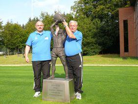 Von links: Claus Menke (Vorsitzender HFV-F+B-Ausschuss), Werner Georg (Präsident Fußballverband Sachsen-Anhalt)