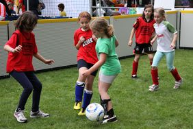 Großer Andrag beim Tag des Mädchenfussballs in Haitz (Foto: Hartenfelser)