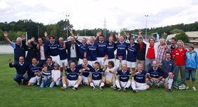 Begeisterung über die zweite Süddeutsche Ü 40-Meisterschaft: Die SG Hoechst Classique mit Anhängerschaft. Foto: privat