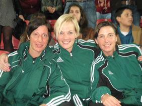 Das deutsche Schiedsrichterinnenteam für das WM-Finale mit Marina Wozniak (32, Herne), Bibiana Steinhaus (32, Hannover) und der hessischen Vertreterin Katrin Rafalski (29, Bad Zwesten). Foto: privat